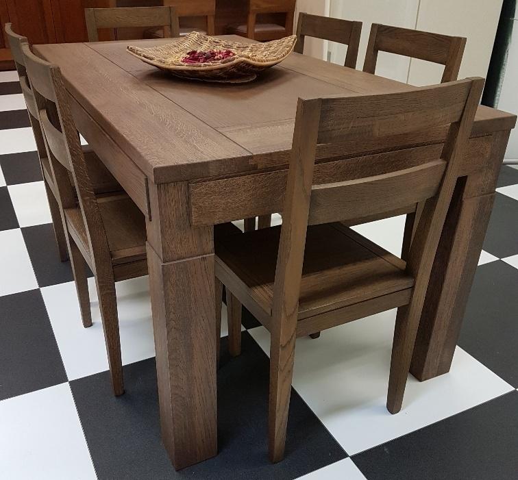 Classico o moderno scegliere lo stile della camera da letto for Tavolo con sedie moderno